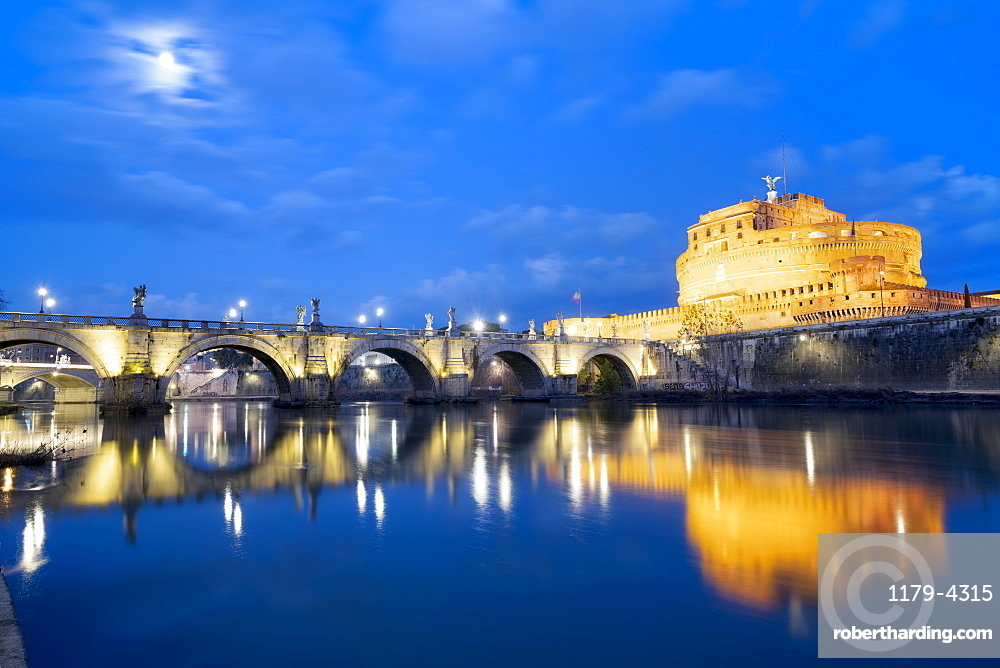 Dusk over Castel Sant'Angelo and bridge over River Tiber, UNESCO World Heritage Site, Rome, Lazio, Italy, Europe