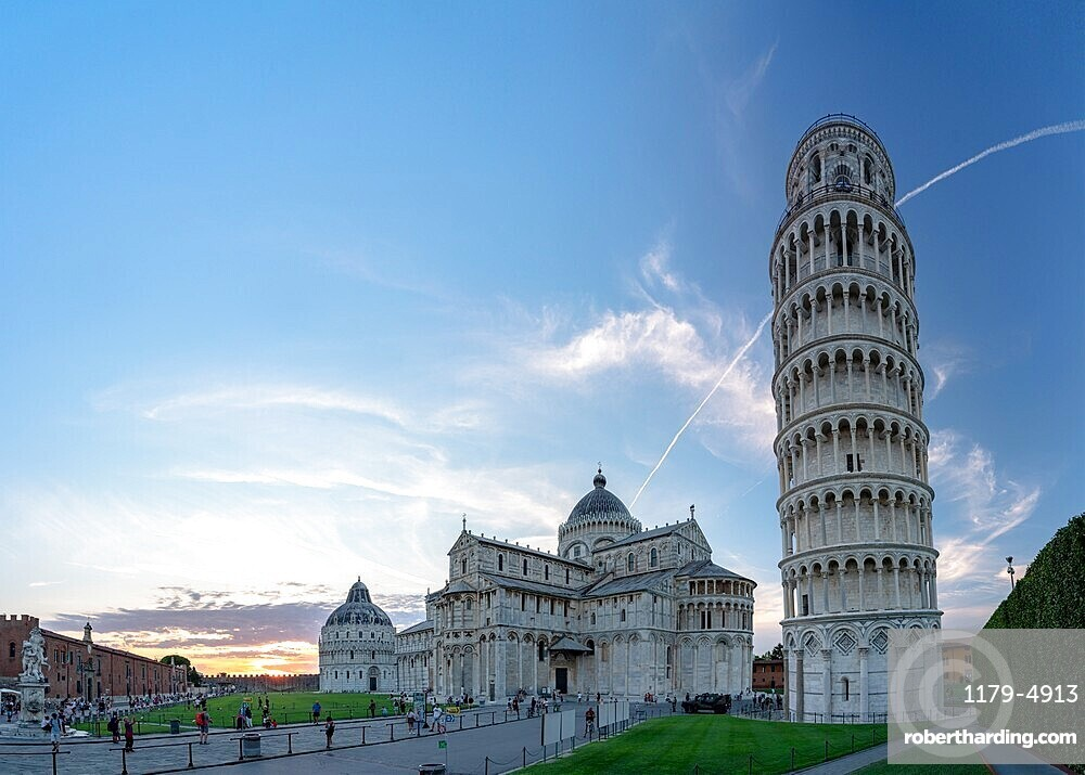 The world famous Piazza dei Miracoli with the Baptistery, Pisa Cathedral (Duomo) and leaning tower, Pisa, Tuscany, Italy