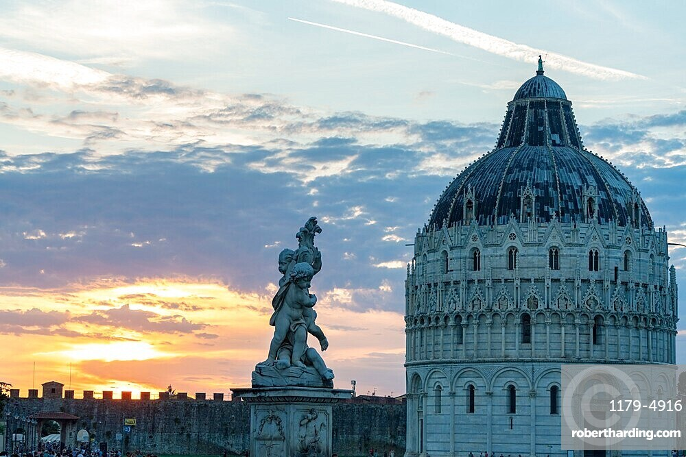 Statues and dome of the Baptistery at sunset, Piazza dei Miracoli (Piazza del Duomo), Pisa, Tuscany, Italy