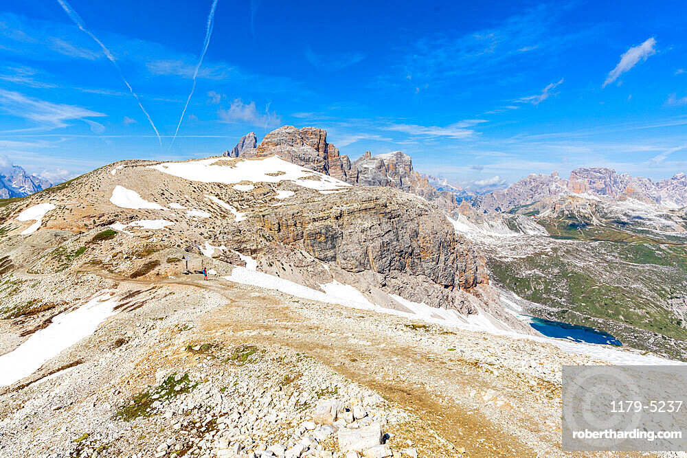 Clear summer sky over Oberbachernjoch/Passo Fiscalino and mountain peaks, Sesto Dolomites, South Tyrol, Italy