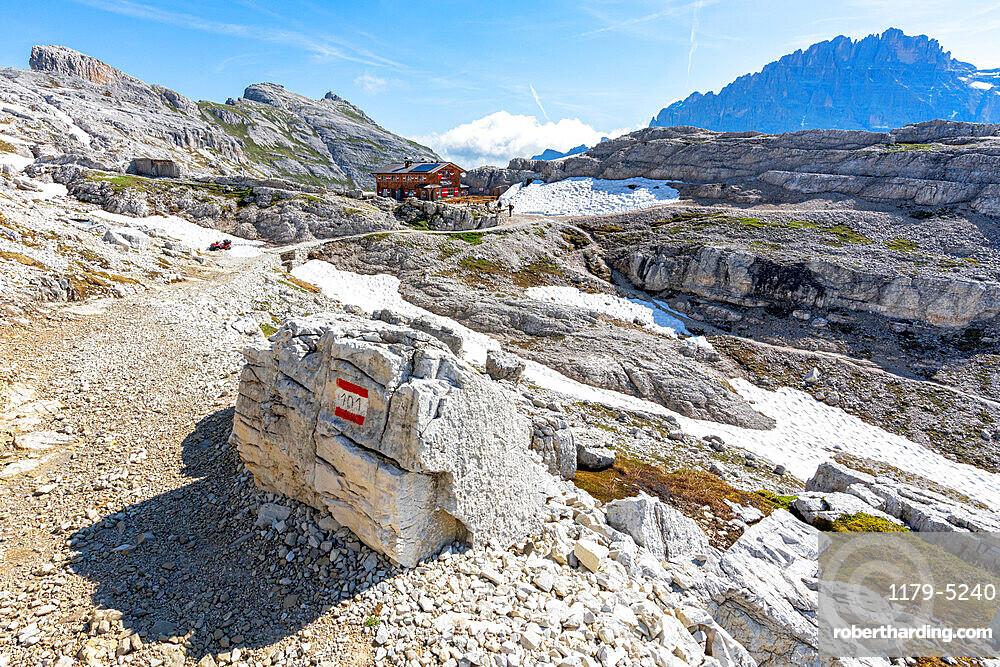 Hiking trail on rocky mountains towards rifugio Pian di Cengia/Buellelejoch hut, Sesto Dolomites, South Tyrol, Italy