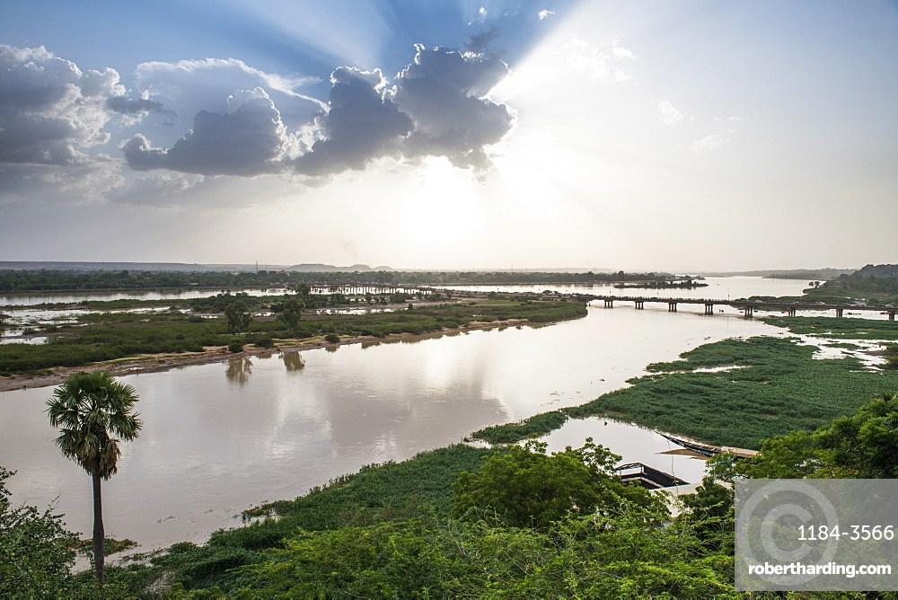 Niger river at sunset, Niamey, Niger, West Africa, Africa