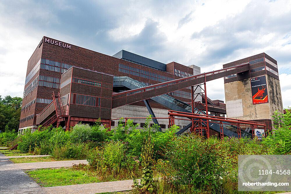 Zollverein Coal Mine Industrial Complex, UNESCO World Heritage Site, Essen, Ruhr, North Rhine-Westphalia, Germany, Europe