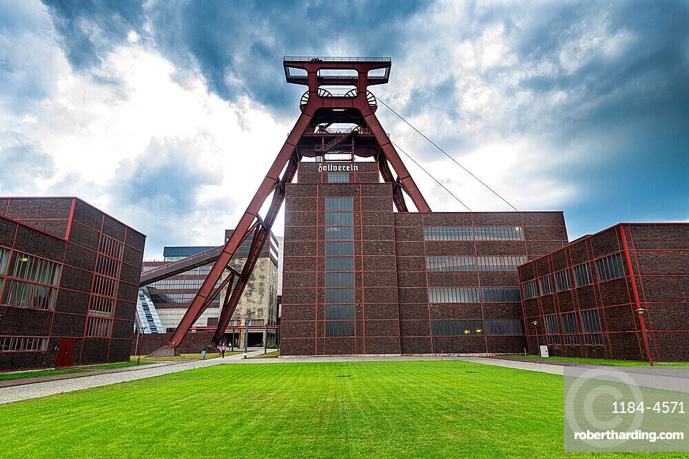 Shaft 12, Zollverein Coal Mine Industrial Complex, UNESCO World Heritage Site, Essen, Ruhr, North Rhine-Westphalia, Germany, Europe