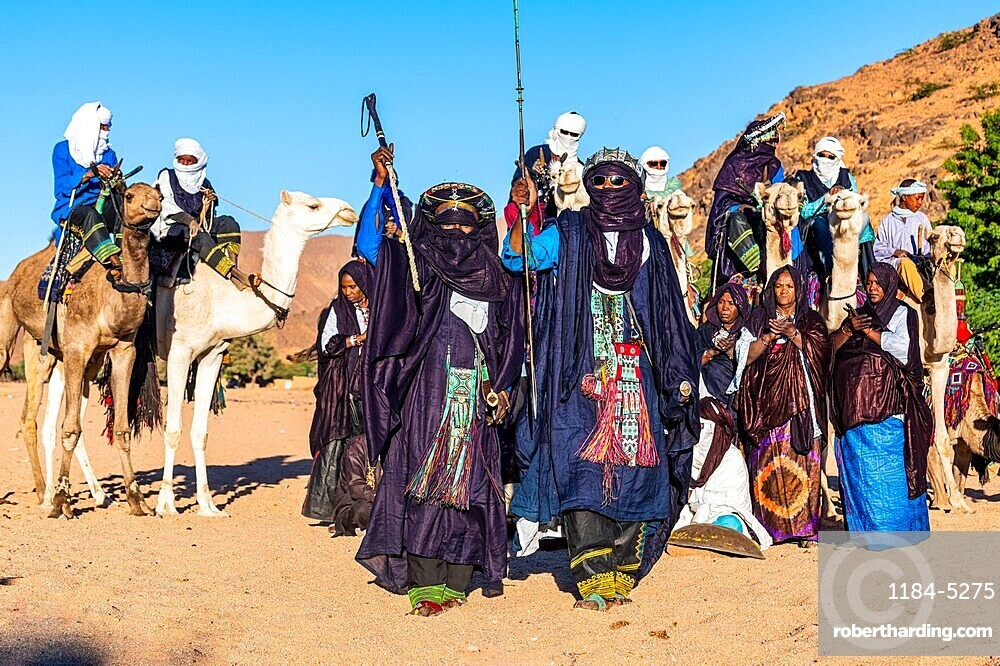 Traditional dressed Tuaregs, Oasis Timia, Air mountains, Niger