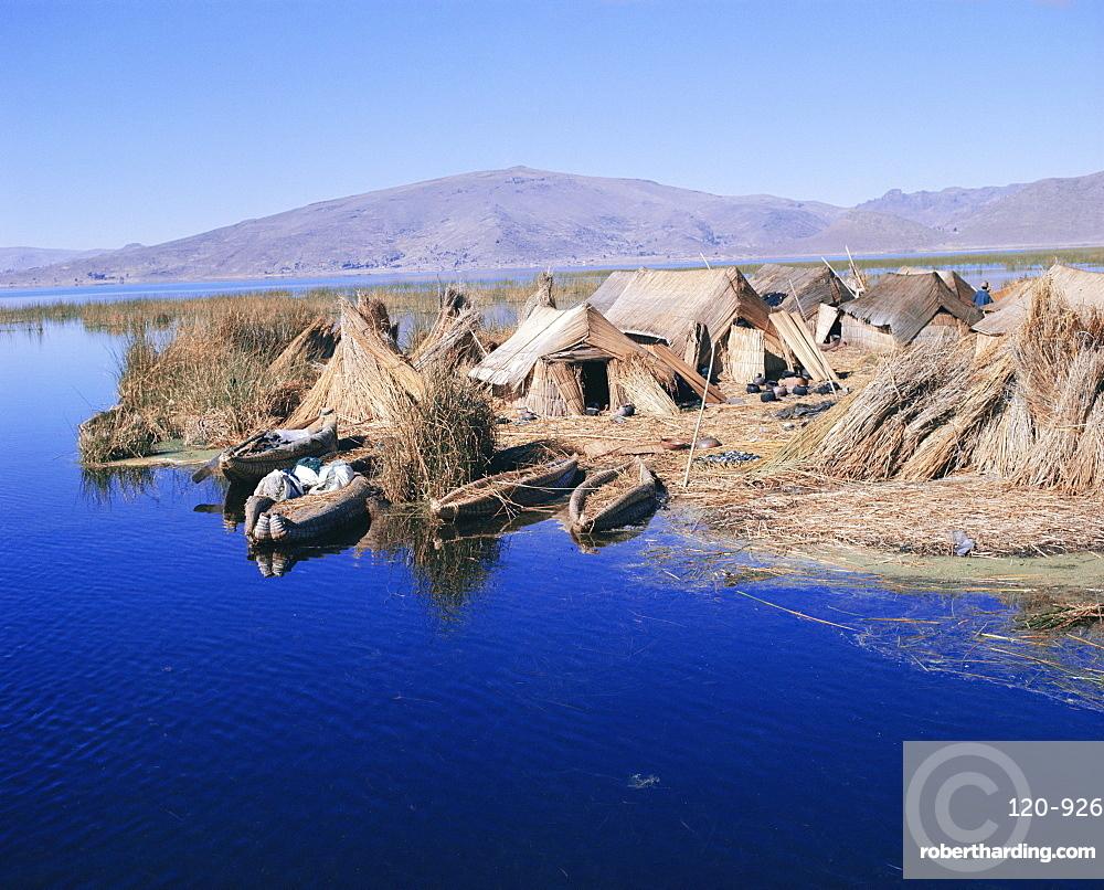 Uros Indian dwellings, beside lake, Peru, South America