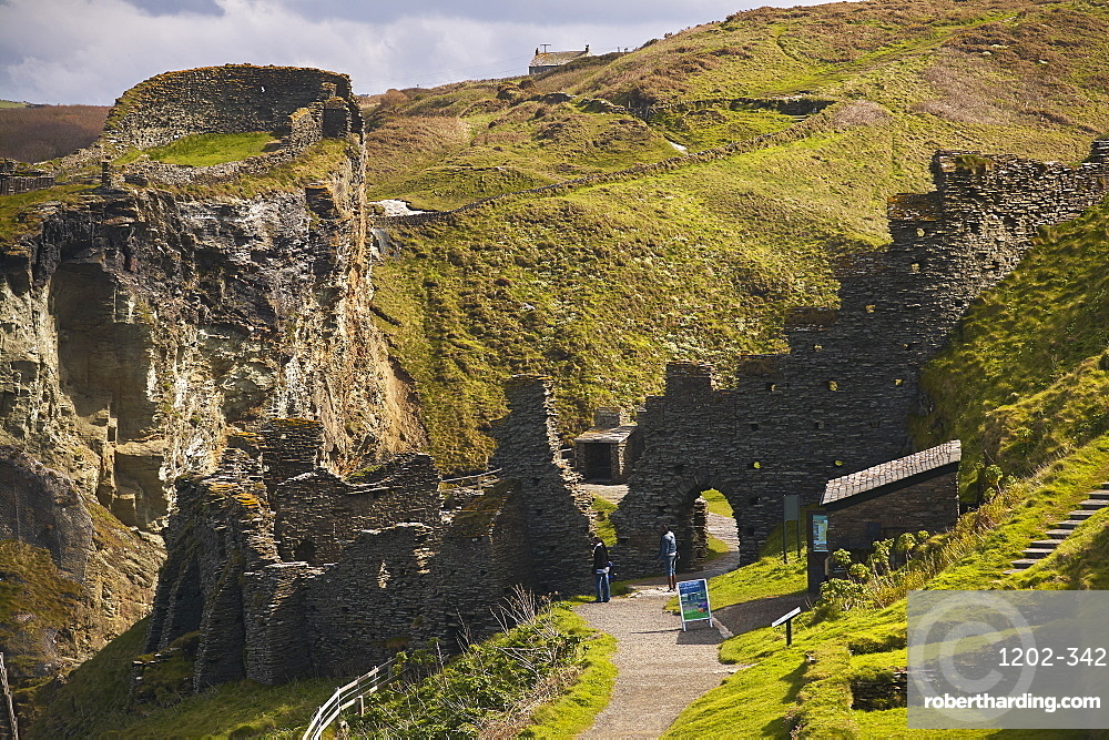 The Medieval ruins of Tintagel Castle, allegedly the birthplace of King Arthur, on Atlantic coast cliffs at Tintagel, Cornwall, England, United Kingdom, Europe