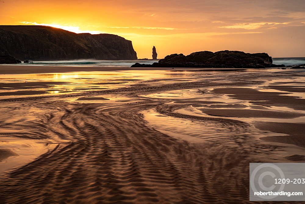 Am Buachaille sea stack at sunset, Sandwood Bay, Sutherland, Scotland, United Kingdom, Europe