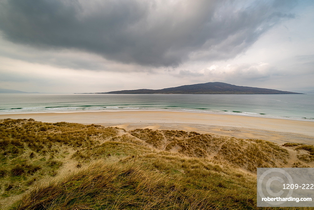 Luskentyre Beach, West Harris, with Taransay in far distance, Outer Hebrides, Scotland, United Kingdom, Europe