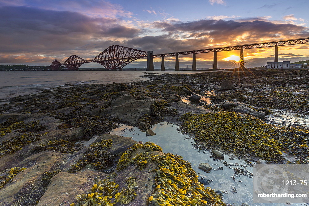 Sunrise through the Forth Rail Bridge, UNESCO World Heritage Site, on the Firth of Forth, South Queensferry, Edinburgh, Lothian, Scotland, United Kingdom, Europe