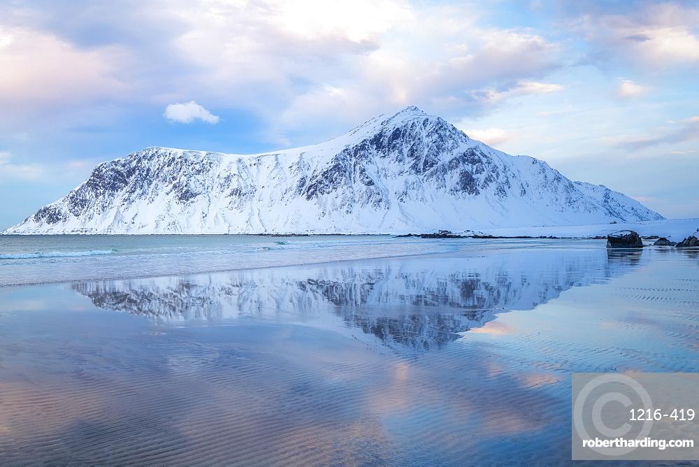 Skagsanden (Flakstad) Beach, Lofoten Islands, Nordland, Norway, Europe