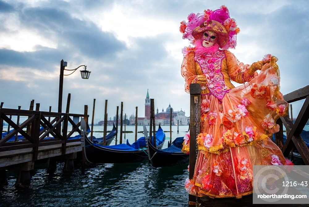 Costume and mask during Venice Carnival, Venice, UNESCO World Heritage Site, Veneto, Italy, Europe