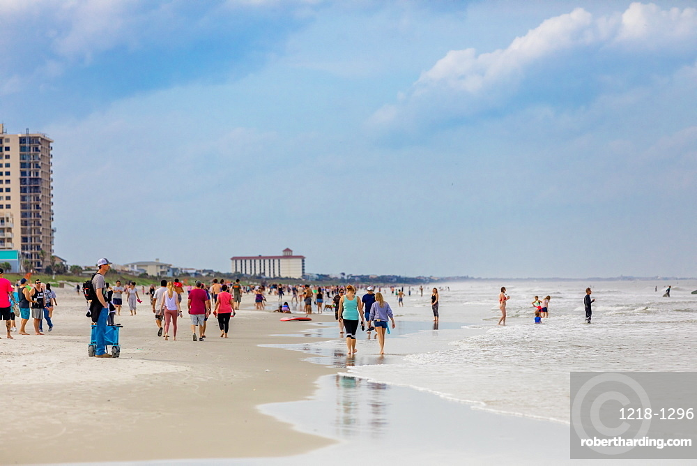 Crowds come to Jacksonville beach after it reopened during the Covid-19 Pandemic