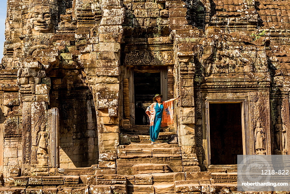 American woman tourist at Angkor Wat temples, Angkor, UNESCO World Heritage Site, Siem Reap, Cambodia, Indochina, Southeast Asia, Asia