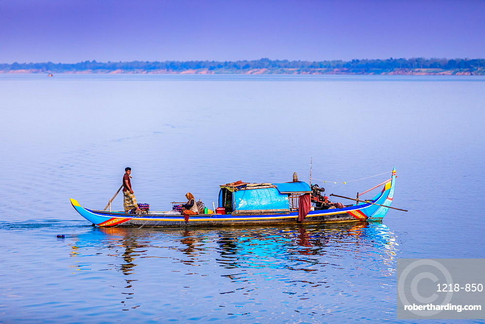 Life along the Mekong River from the Mekong Princess at twilight, Cambodia, Indochina, Southeast Asia, Asia