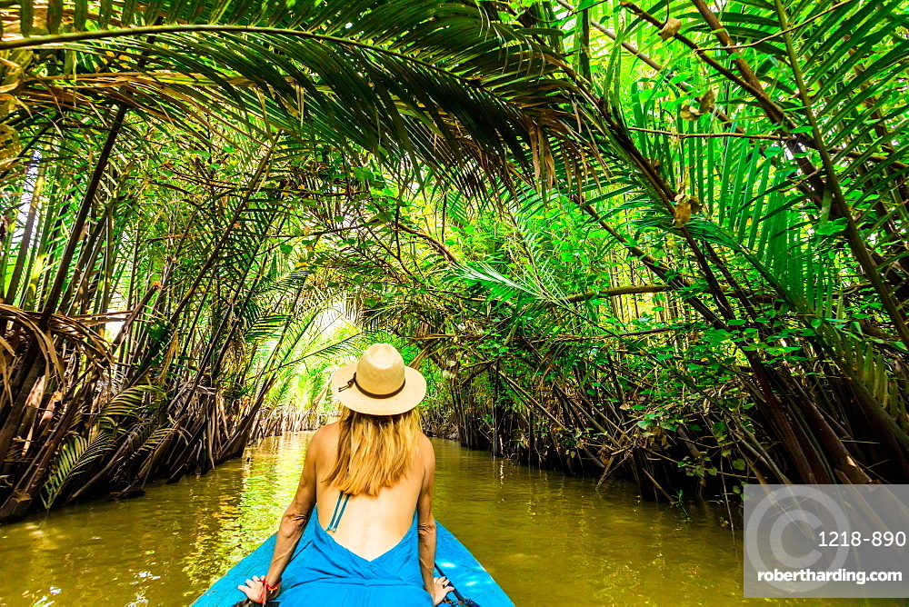 Sailing the tributaries of the Mekong River to reach a village to see how they make coconut candy, Vietnam, Indochina, Southeast Asia, Asia