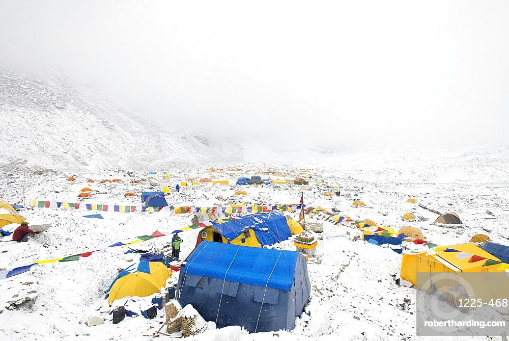 Everest Base Camp at the end of the Khumbu glacier lies at 5350m, Khumbu Region, Nepal, Himalayas, Asia