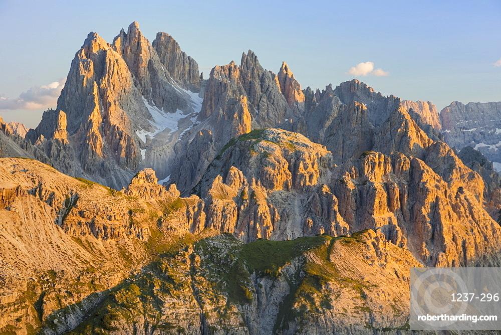 Cadini mountain group (Cima Cadin), Dolomites, UNESCO World Heritage Site, Veneto, Italy, Europe.