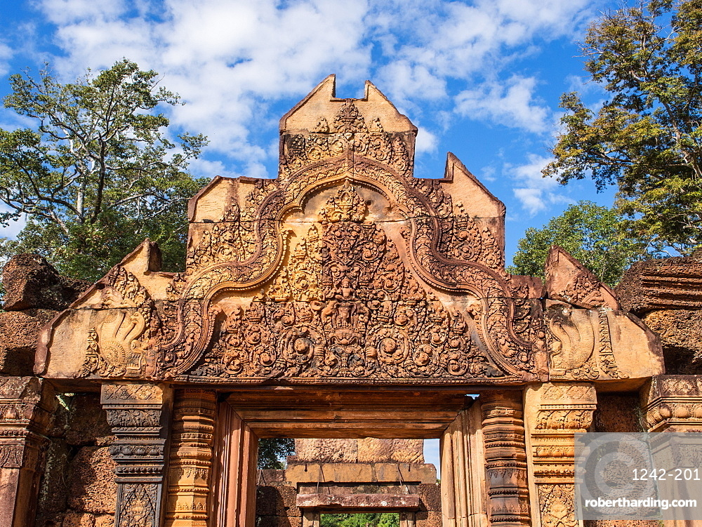 The terracotta-colored sandstone temple of Banteay Srei, Angkor, UNESCO World Heritage Site, Siem Reap, Cambodia, Indochina, Southeast Asia, Asia