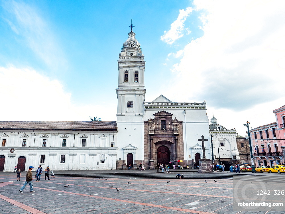 The Plaza of Santo Domingo with its 17th century church, UNESCO World Heritage Site, colonial centre, Quito, Ecuador, South America