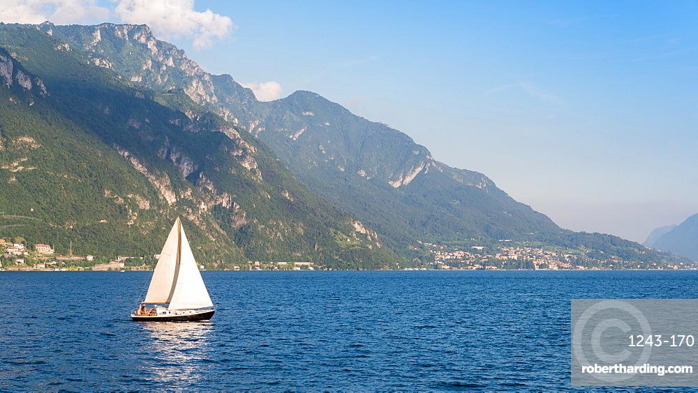 Yacht sails on Lake Como, Lombardy, Italian Lakes, Italy, Europe
