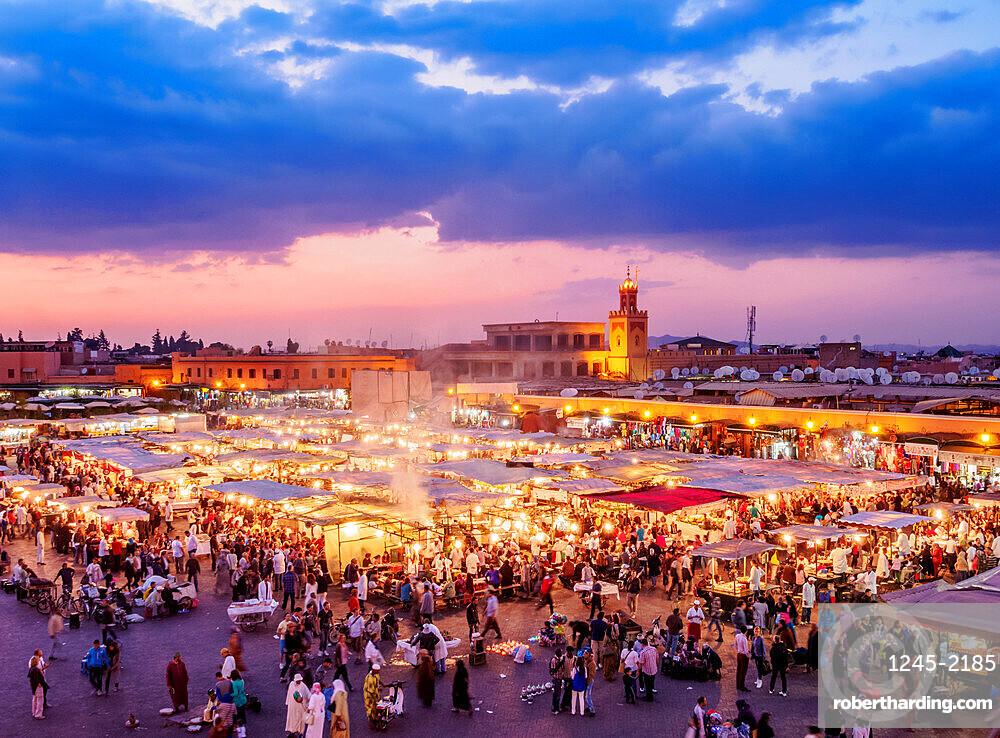 Jemaa el-Fnaa (Jemaa el-Fna) at dusk, square and market in the Old Medina, UNESCO World Heritage Site, Marrakesh, Marrakesh-Safi Region, Morocco, North Africa, Africa