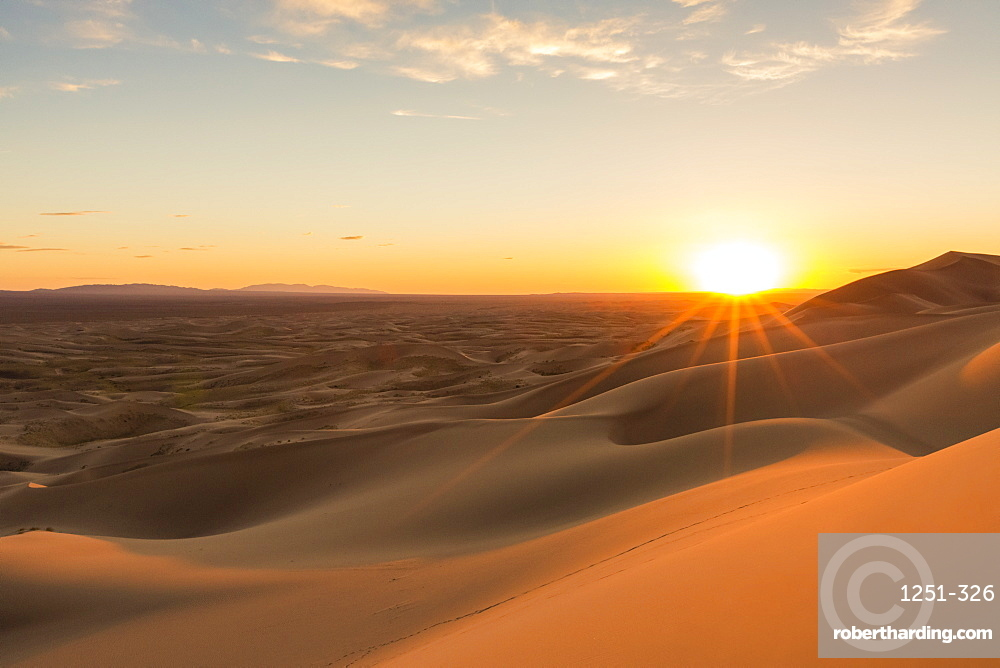 Sunset on Khongor sand dunes in Gobi Gurvan Saikhan National Park, Sevrei district, South Gobi province, Mongolia, Central Asia, Asia