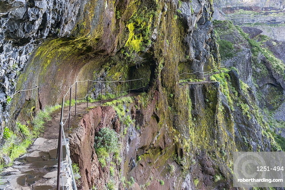 Rock tunnel on the trail from Pico Ruivo to Pico do Areeiro, Santana municipality, Madeira, Portugal, Europe