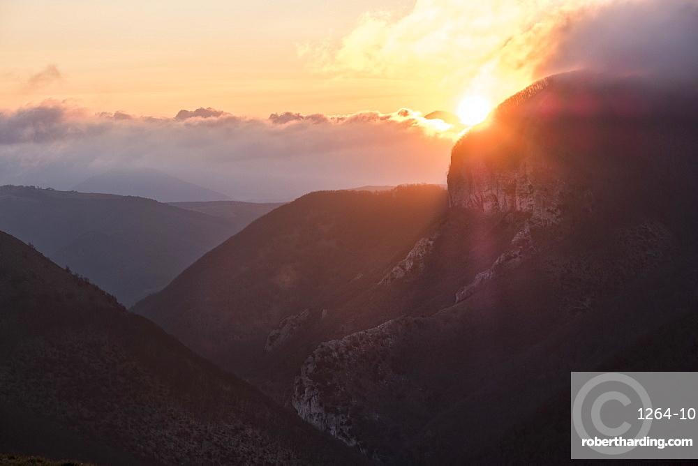 Sunrise on Monte Cucco in winter, Apennines, Umbria, Italy, Europe