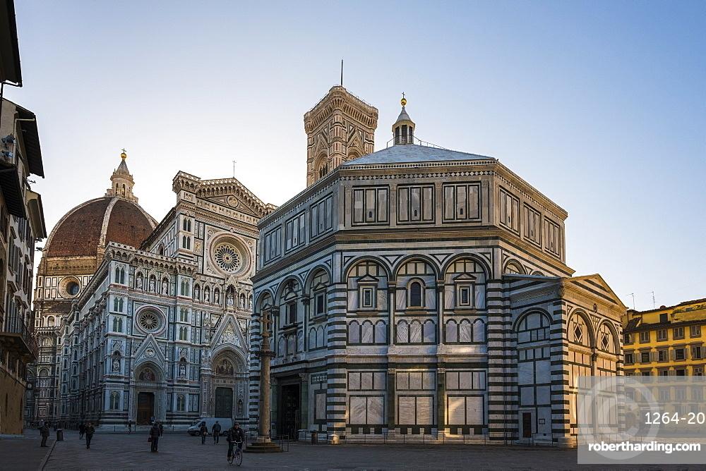 Santa Maria del Fiore cathedral and Battistero San Giovanni at sunrise, UNESCO World Heritage Site, Florence, Tuscany, Italy, Europe