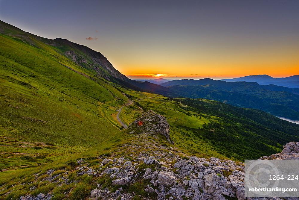 Sunrise on Mount Vettore, Sibillini National Park, Umbria, Italy, Europe