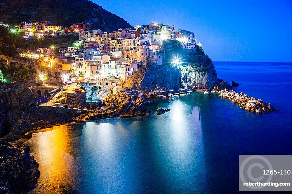 Picturesque village of Manarola in Cinque Terre, UNESCO World Heritage Site, province of La Spezia, Liguria region, Italy, Europe