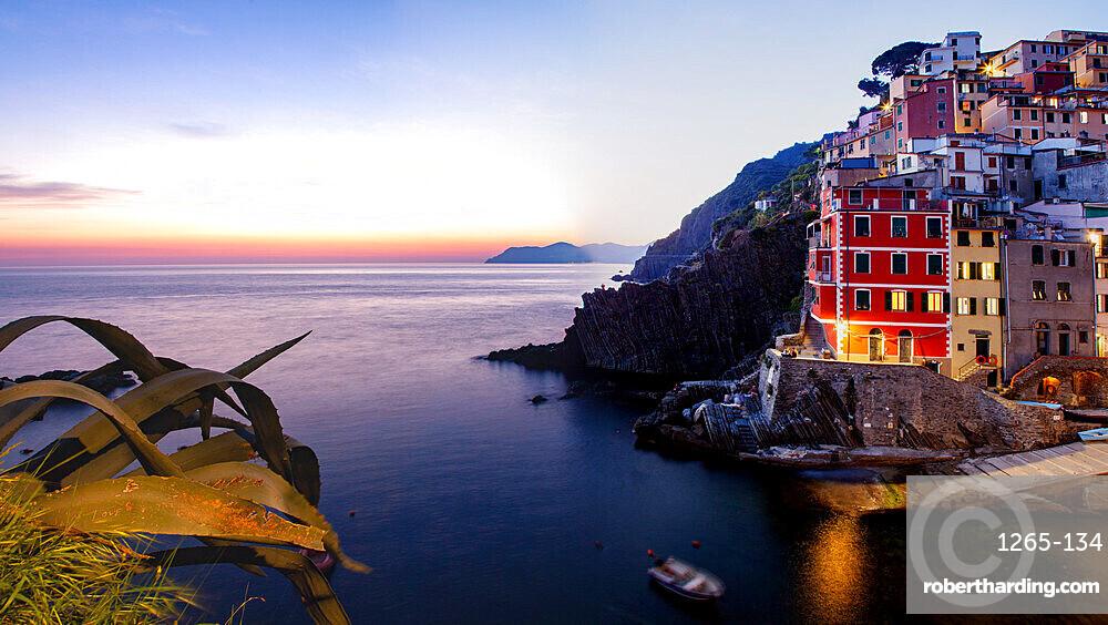 Picturesque village of Riomaggiore in Cinque Terre, UNESCO World Heritage Site, province of La Spezia, Liguria region, Italy, Europe