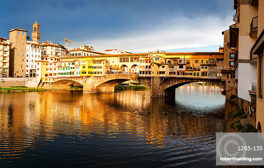 Ponte Vecchio over the Arno River, in Florence, UNESCO World Heritage Site, Tuscany, Italy, Europe