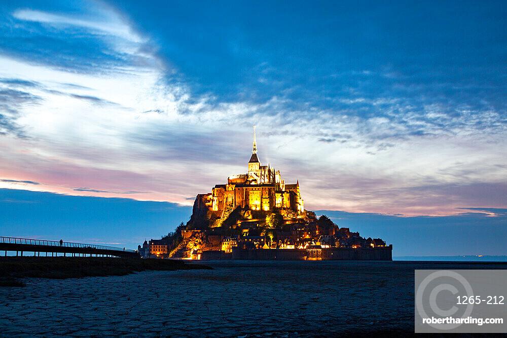 Mont Saint-Michel (Mont-St. Michel) at dusk, UNESCO World Heritage Site, Normandy, France, Europe