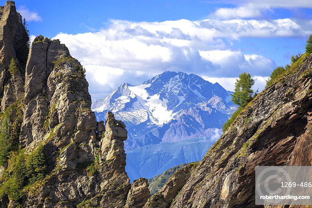 Mount Disgrazia between two rocky peaks, Valgerola, Orobie Alps, Valtellina, Lombardy, Italy, Europe