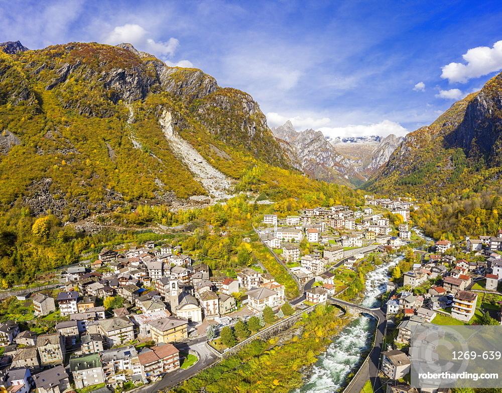 Village of Cataeggio in autumn colors, Valmasino, Valtellina, Lombardy, Italy, Europe