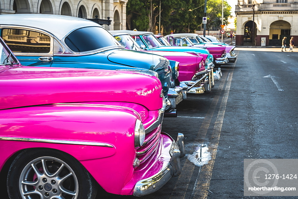 Colourful old American taxi cars parked in Havana, La Habana (Havana), Cuba, West Indies, Caribbean, Central America