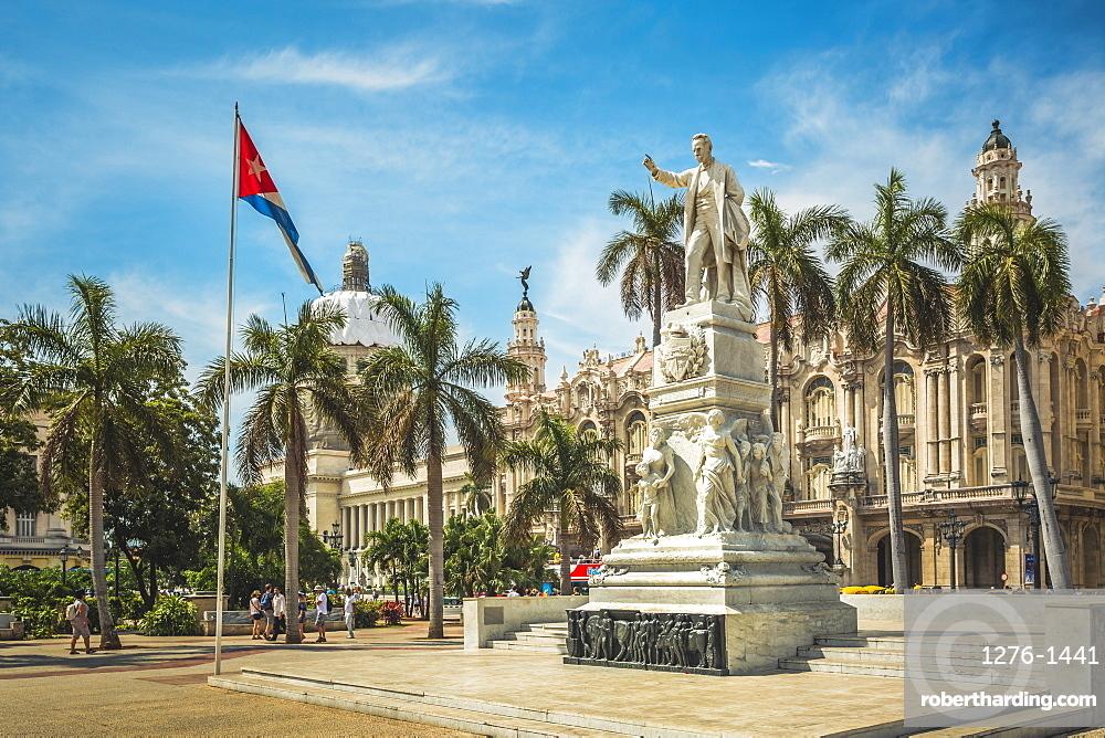 Statute Estatua a Jose Marti in Parque Central, The Gran Teatro de La Habana, El Capitolio, La Habana (Havana), Cuba, West Indies, Caribbean, Central America