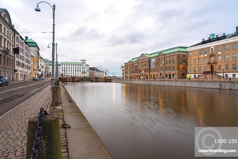 Sodra Hamngatan (Southern Harbour Street) and the Goteborg State Museum at the historic centre of Goteborg (Gothenburg), Vastra-Gotaland County, Sweden, Scandinavia, Europe