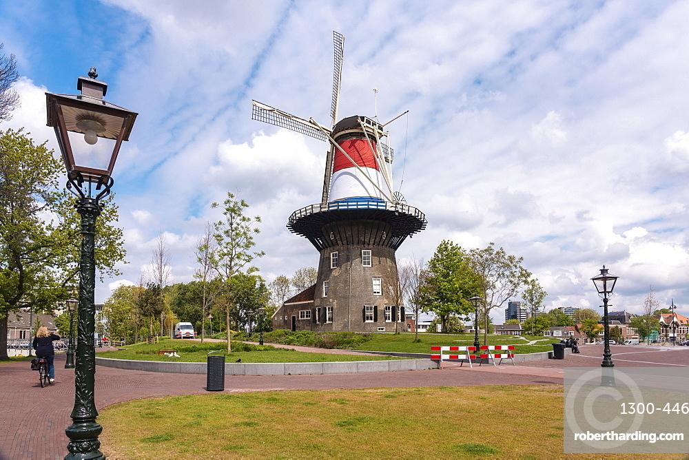 Molen de Valk in Leiden, 18th century windmill and museum, Leiden, South Holland, The Netherlands, Europe