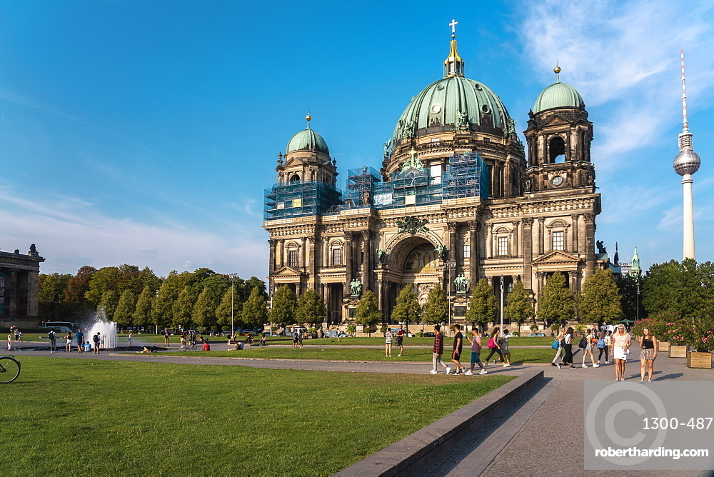 Berliner Dom (Berlin Cathedral) with the Lustgarten in the foreground, Berlin, Germany, Europe
