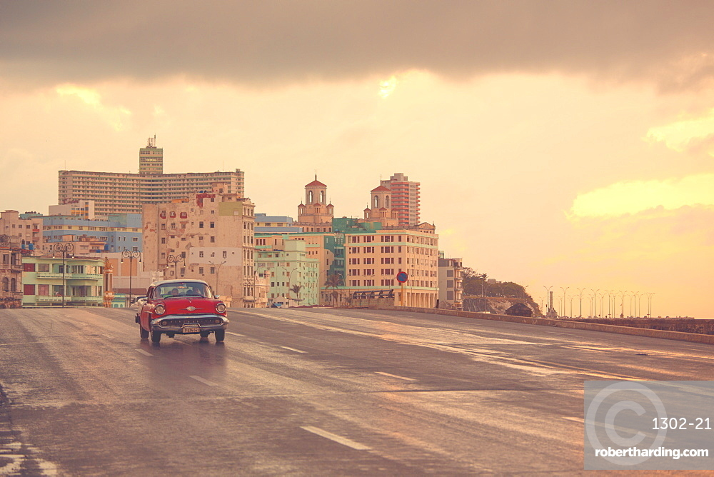 Malecon at sunset, Havana, Cuba, West Indies, Caribbean, Central America
