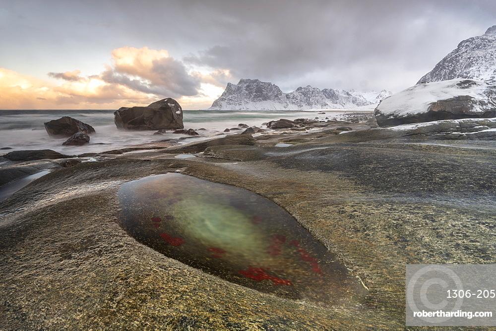 Winter at Uttakleiv Beach, Vestvagoy, Lofoten Islands, Nordland, Arctic, Norway, Europe