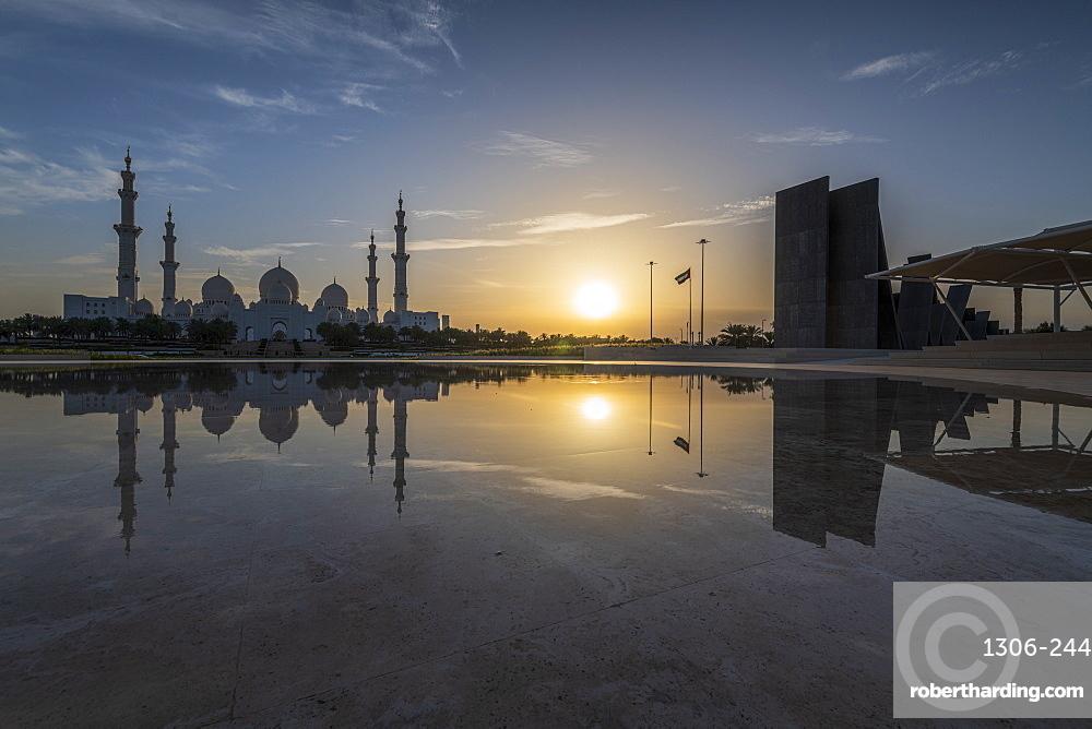 Sheikh Zayed Grand Mosque at sunset, Abu Dhabi, United Arab Emirates, Middle East