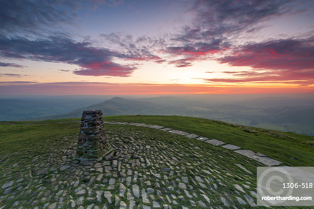 The summit of Mam Tor at sunrise, Hope Valley, Edale, Derbyshire