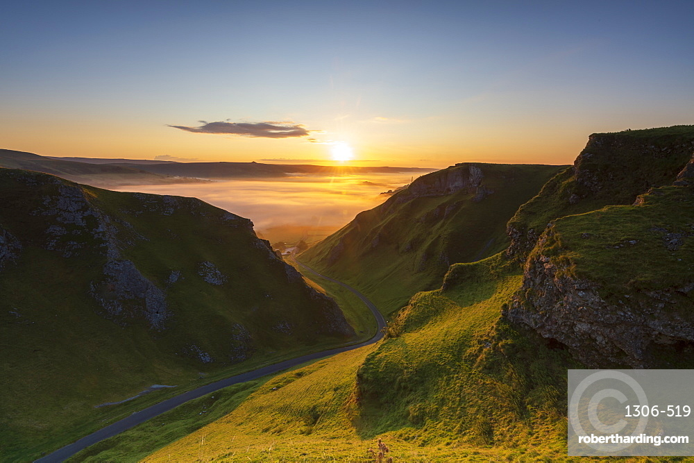 WInnats Pass with cloud inversion at sunrise, Hope Valley, Edale, Derbyshire