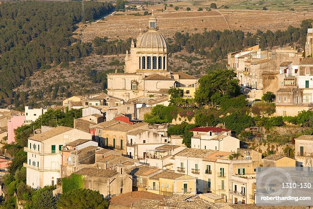 View over the sunlit rooftops of Ragusa Ibla, evening, dome of the Cathedral of San Giorgio prominent, Ragusa, UNESCO World Heritage Site, Sicily, Italy, Europe