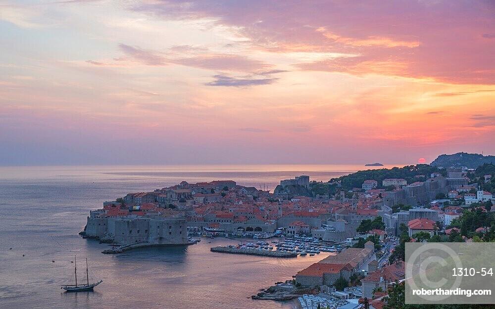 View over the Old Town (Stari Grad), UNESCO World Heritage Site, from hillside above the Adriatic, sunset, Dubrovnik, Dubrovnik-Neretva, Dalmatia, Croatia, Europe