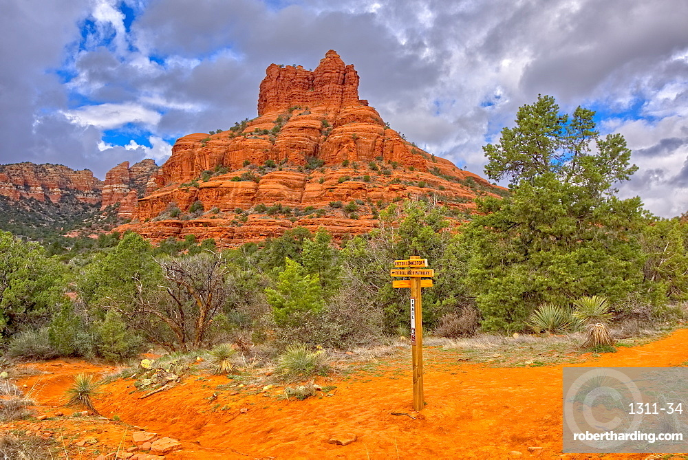 The Bell Rock of Sedona viewed from the Rector Connector Trail junction, Arizona, United States of America, North America